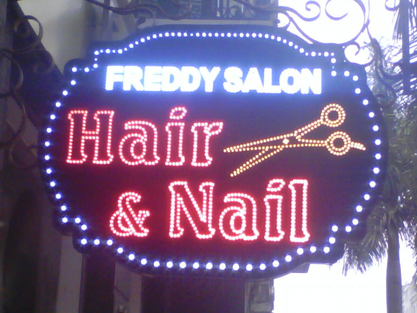 Bảng hiệu vẫy cắt tóc tại Đà Nẵng